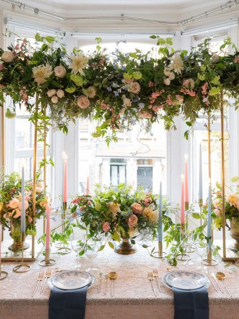 tavola matrimoniale con fiori