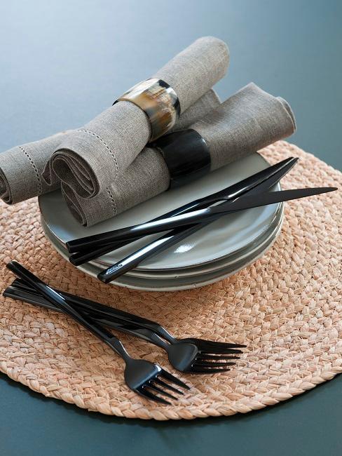 Come mettere le posate a tavola