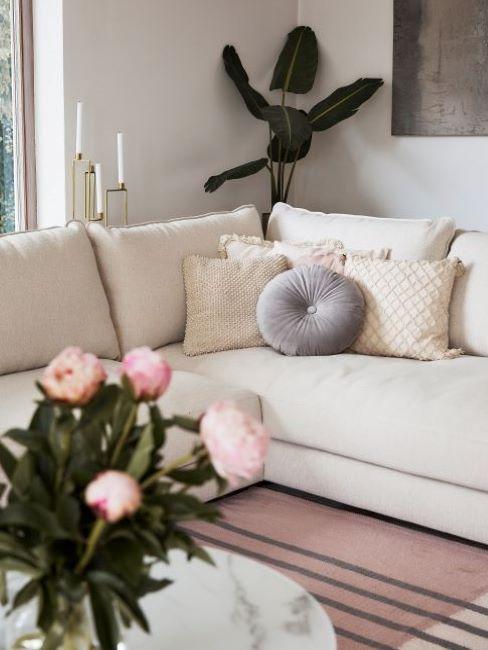 soggiorno classico divano bianco