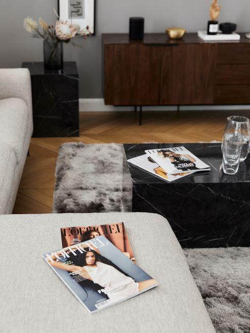 soggiorno classico con divano grigio