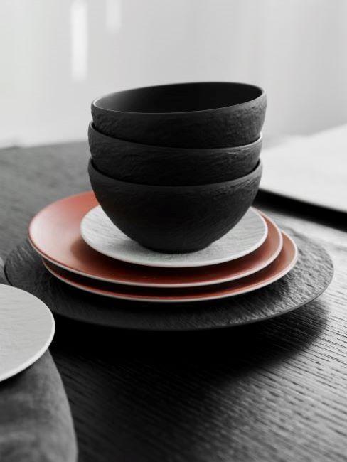 stoviglie tavola moderna