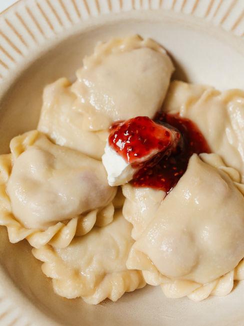 pierogi polacchi con formaggio e marmellata