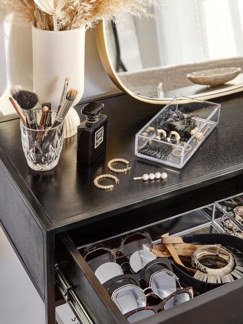 Organizzare i cassetti della camera