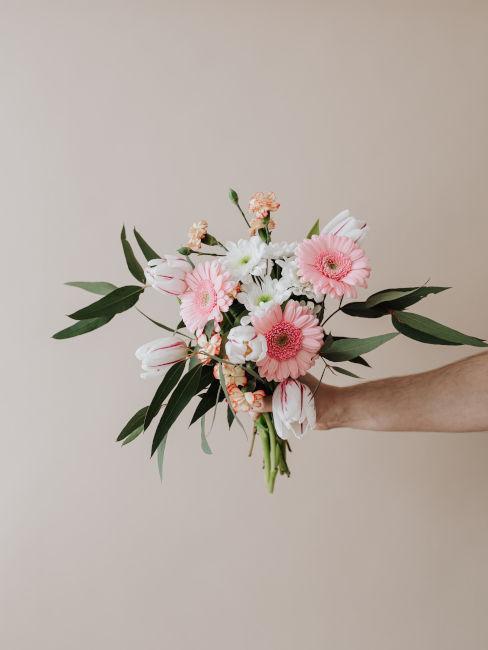 Composizione floreale per anniversario di matrimonio