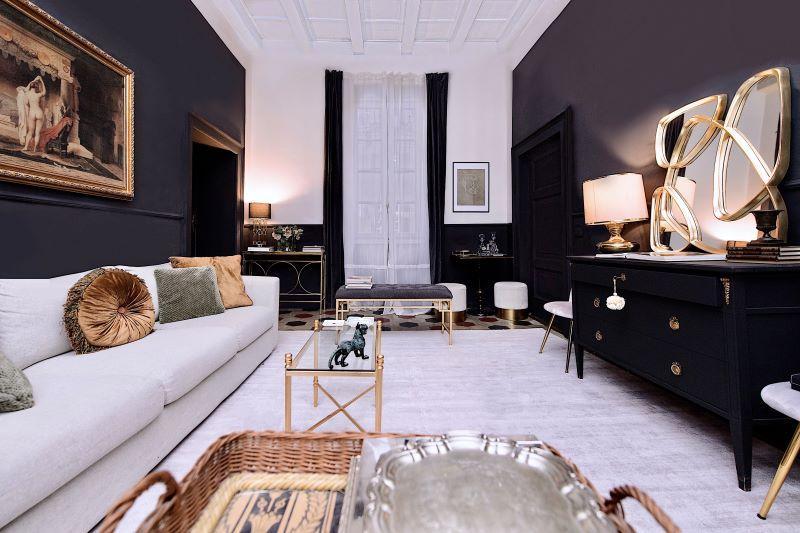 soggiorno con pareti scure
