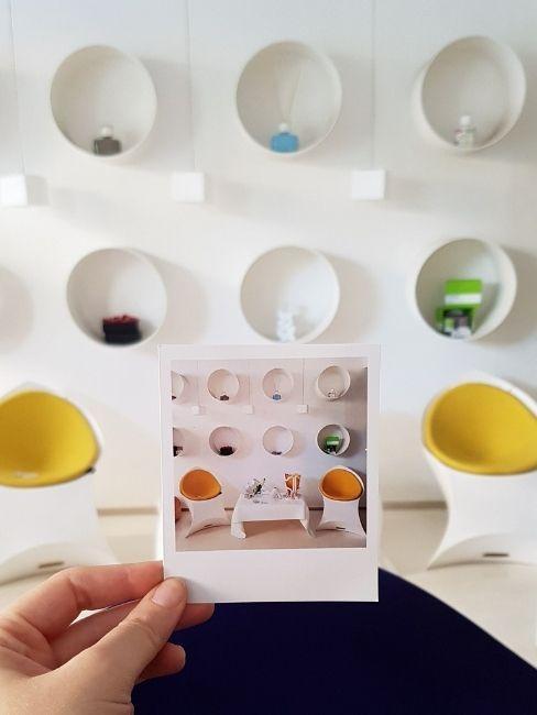 arscity polaroid con oggetti di design
