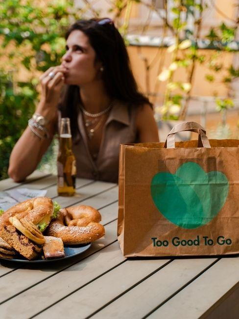 box too good to go con prodotti di panetteria