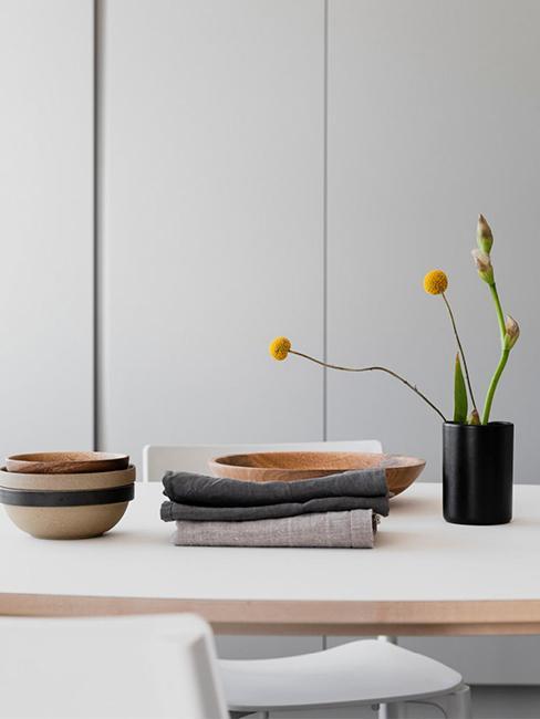 Dettagli Home Decor tavolo e piatti