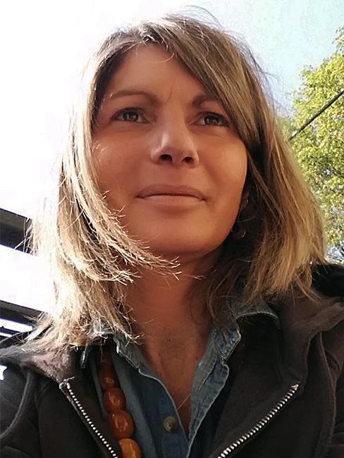 Portrait Elisabetta Dettagli Mag