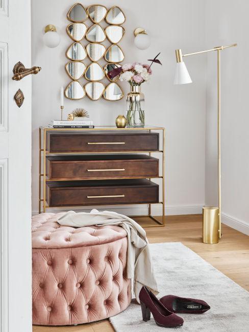 pouf contenitore rosa e cassettiera in legno