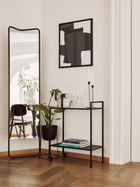 esempio arredo ingresso con mobile in ferro battuto e specchio