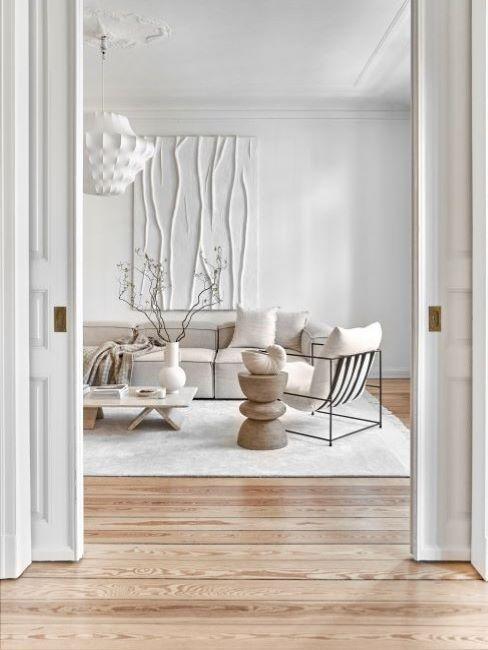 soggiorno bianco e legno stile japandi