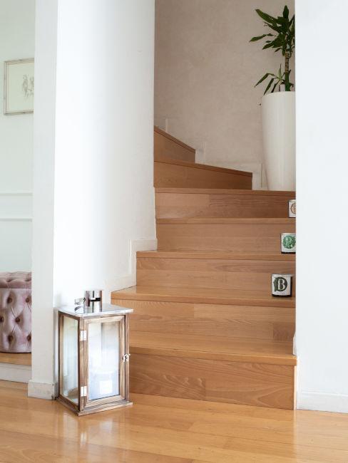 Ingresso con scale in legno