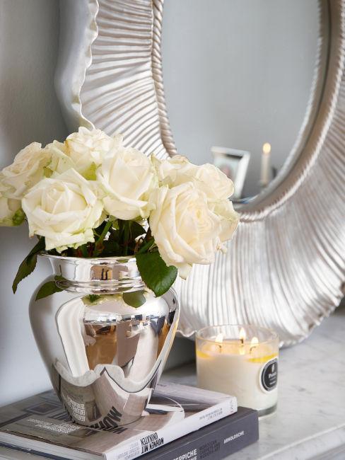 Specchio da parete e vaso argento