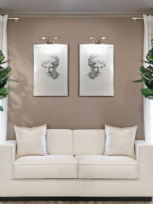 Divano bianco con quadri e parete color tortora