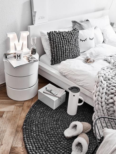 Camera da letto con colori neutri