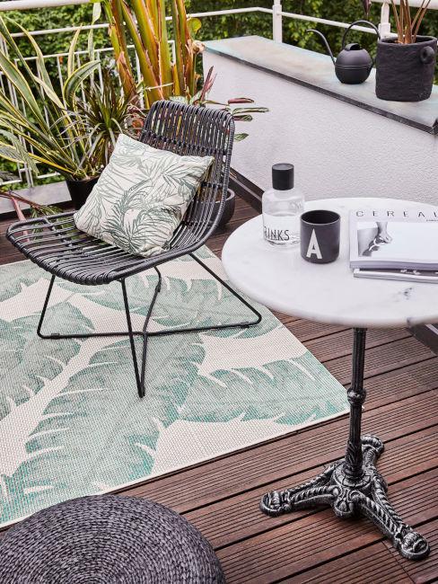 Sedia e tavolino da esterno