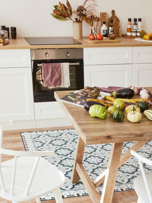 Dettaglio tavolo cucina beige