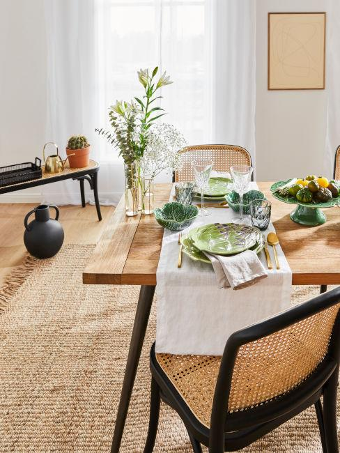 Sala da pranzo con materiali naturali