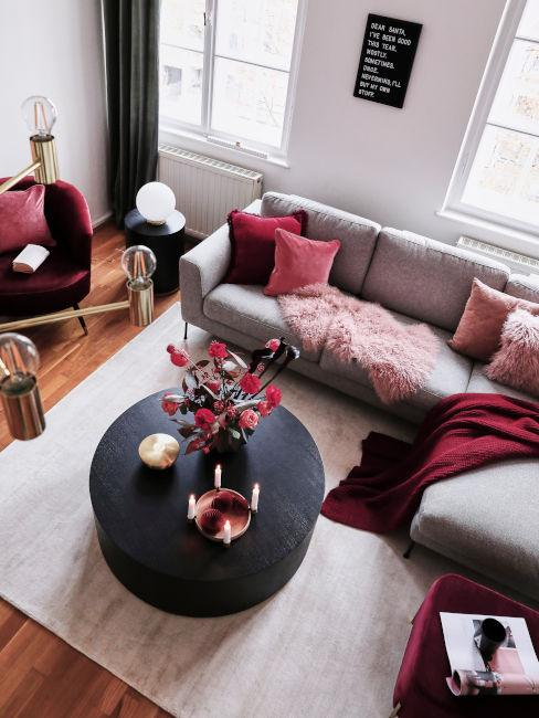 Colore porpora per il soggiorno