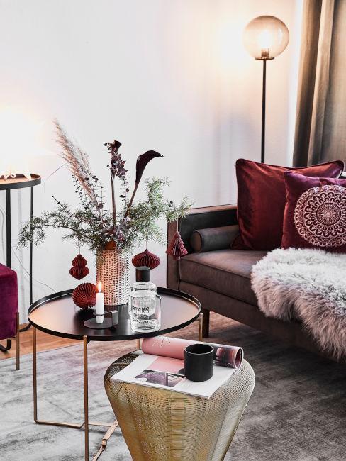 Esempio salotto arredato con sfumature di rosso