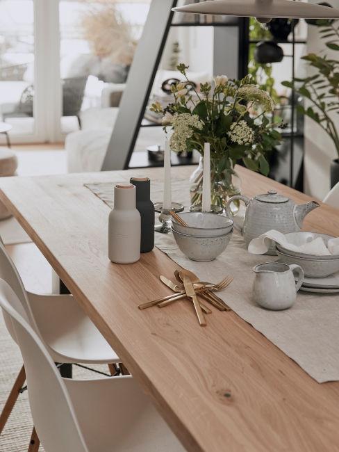 dettagli tavola da pranzo in stile nordico