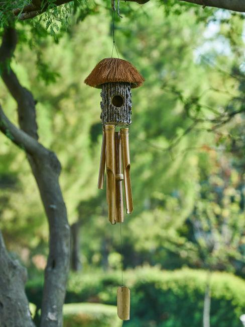 Campana a vento in giardino