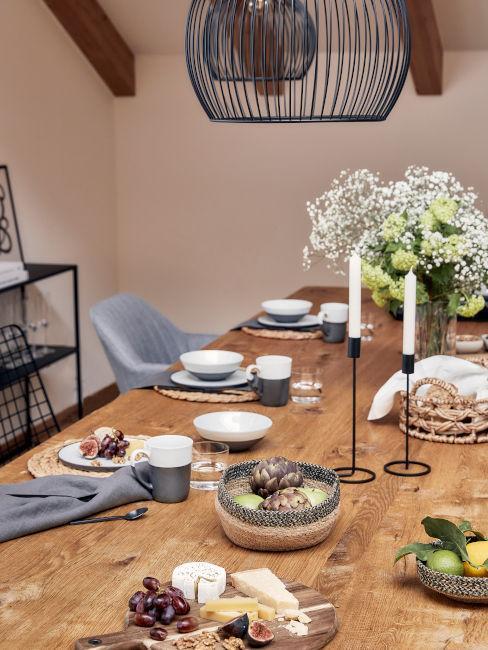 ferro battuto e legno per sala da pranzo