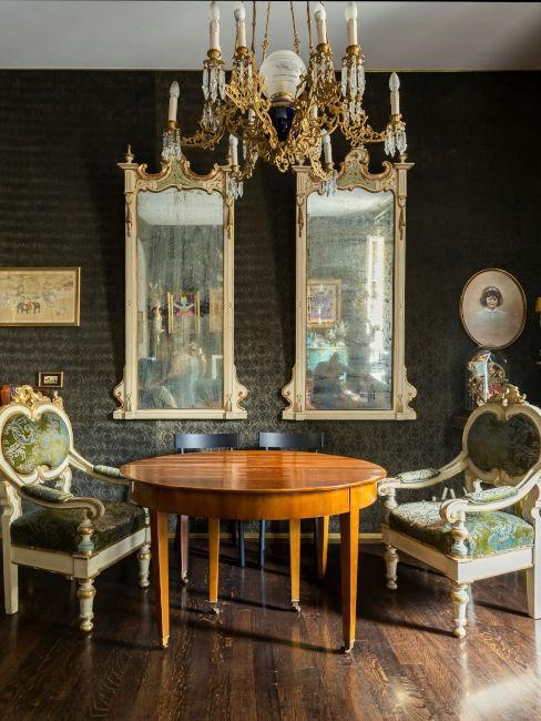 sala da pranzo con decorazioni barocche