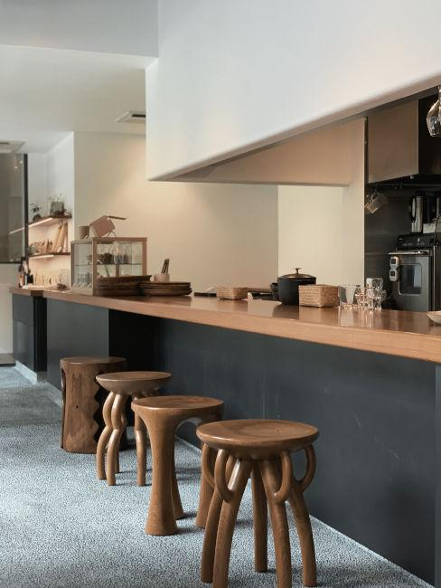 cucina nera con legno