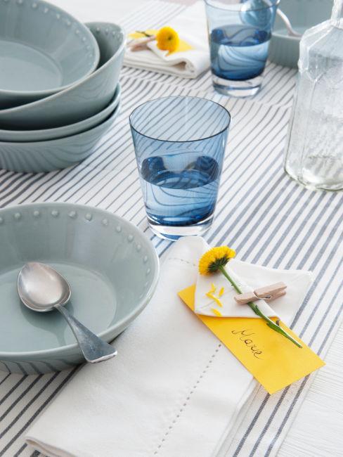tavola a righe stile marinaro