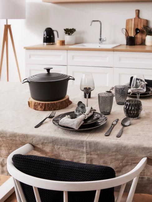 tovaglia tortora per cucina bianca