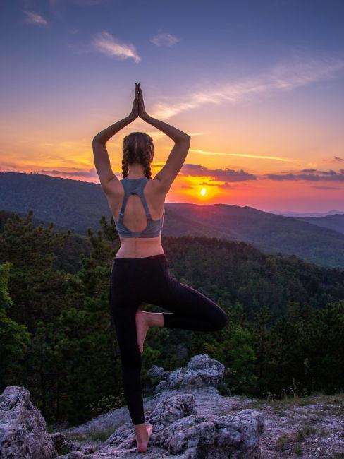 yoga all'aperto in estate