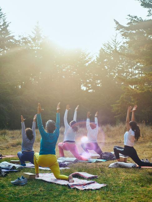 fare yoga al parco