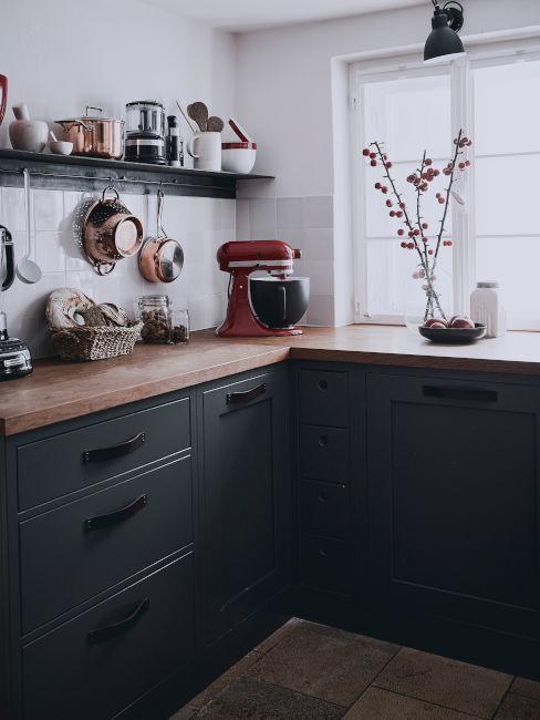 cucina a L toni scuri