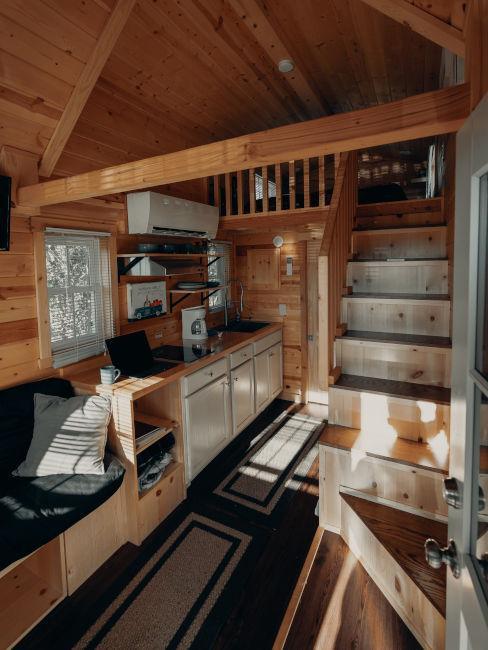 open space con piccola cucina