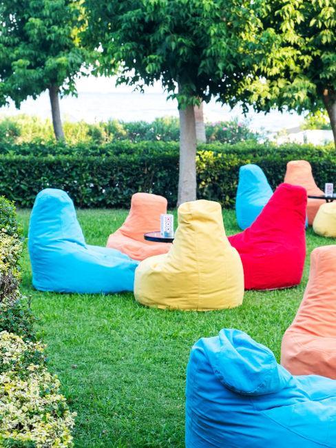 Poltrone a sacco colorate per il giardino