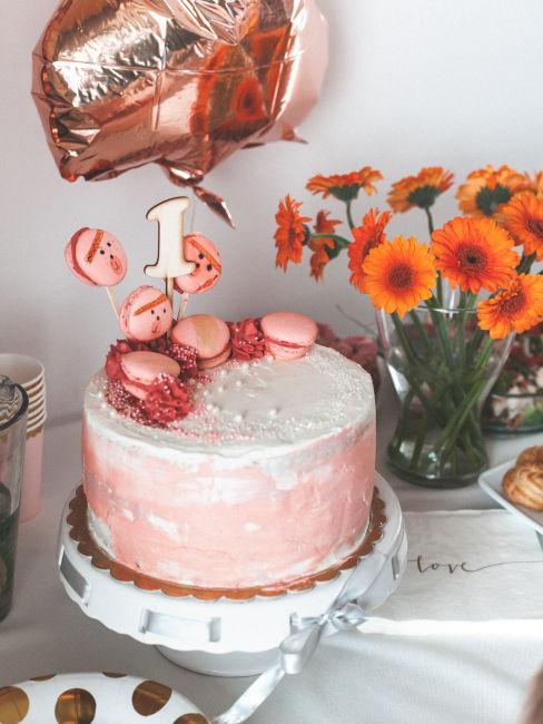 torta rosa per bambina che compie un anno
