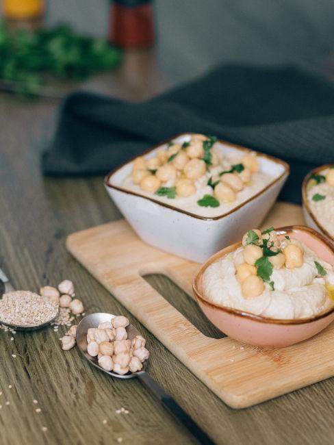 Toast con hummus per colazione