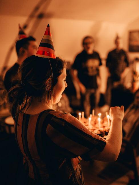 festa di compleanno in casa con amici