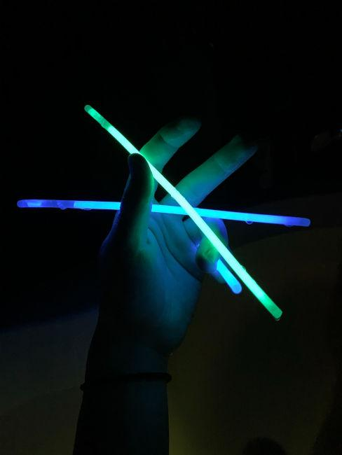 glow sticks per festa a tema anni '90