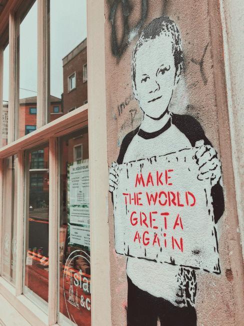 Make the world great again murale