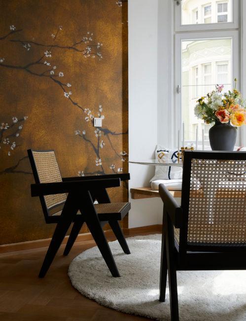 dettaglio zona dining salotto con dettaglio decorativo muro