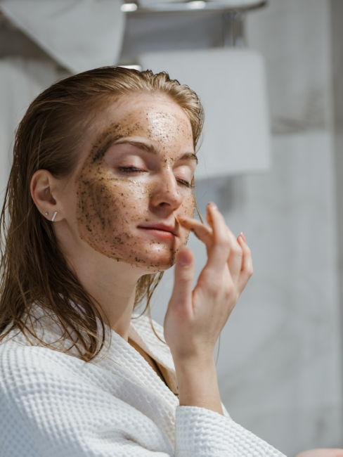 scrub per il viso