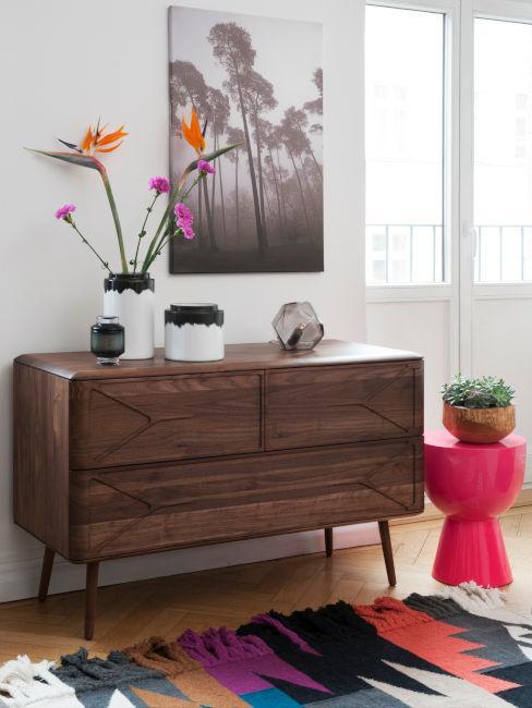 mobile in legno scuro per soggiorno