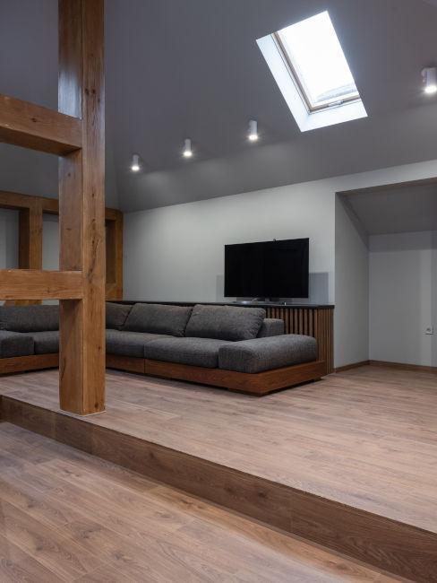 soffitto grigio per soggiorno moderno con legno