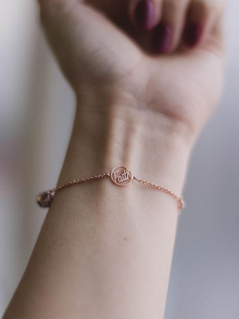 Idee regalo donna bracciale con parola