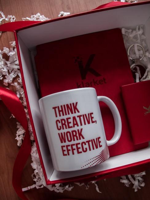 tazza con frase ispirazionale come esempio regalo per maestre