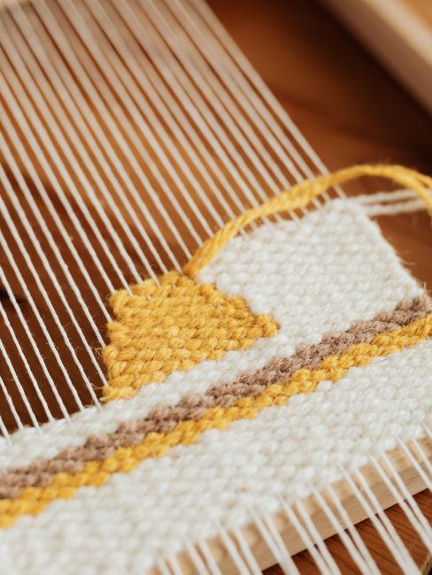 metodo weaves con cotone bianco e giallo