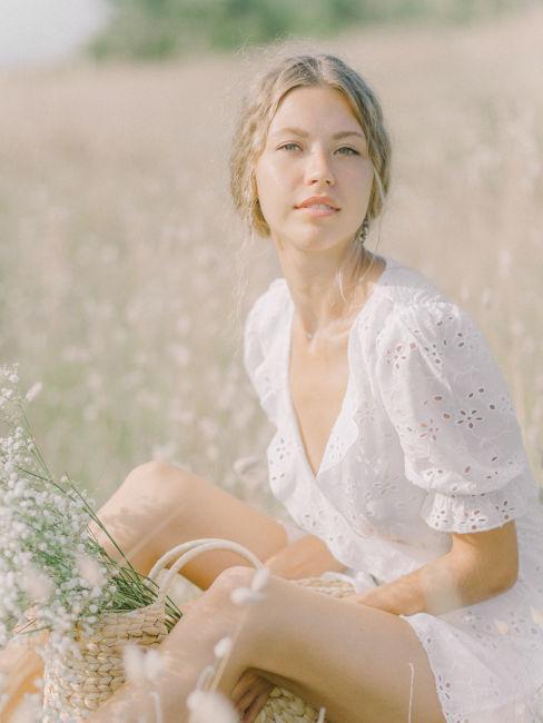 ragazza bianco con vestito bianco armocromia estate